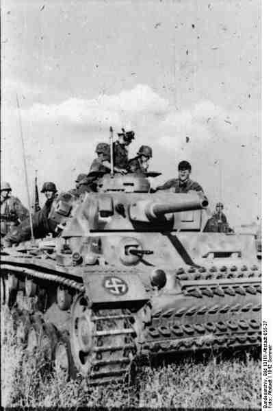Panzer_III,_Waffen-SS-Division_-Wiking-