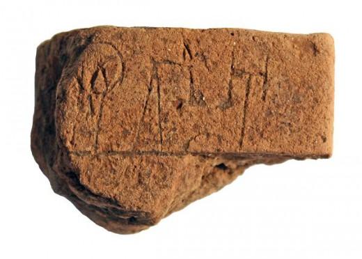 Η πινακίδα με την πρωιμότερη Γραμμικής Β γραφή στην ηπειρωτική Ελλάδα